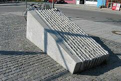 Gedenkstein für die Opfer des Busunglücks