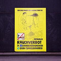 Rauchverbotsschild aus den 1980ern im U-Bahnhof Prinzregentenplatz