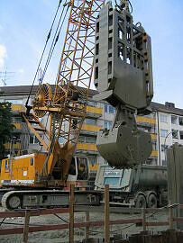 Schlitzwandbagger U-Bahnbaustelle Moosach
