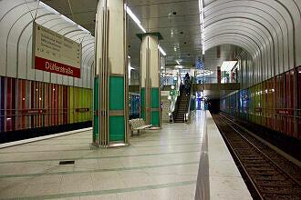 U-Bahnhof Dülferstraße Gleis 2 vom Sperrengeschoss aus