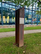 Stahlträger mit Innschrift zum Baubeginn der U-Bahn am Nordfriedhof