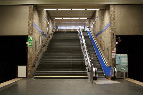 Südlicher Treppenaufgang des Bahnhofs Giselastraße