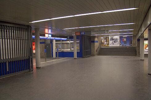 Sperrengeschoss im U-Bahnhof Giselastraße