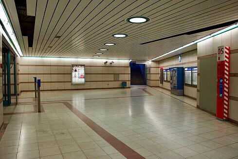 Sperrengeschoss im U-Bahnhof Obersendling