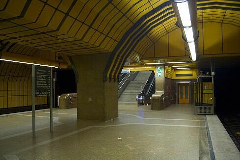 Östlicher Aufgang im U-Bahnhof Theresienwiese