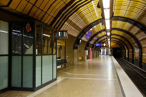 Abfertigungskanzel am Bahnhof Theresienwiese