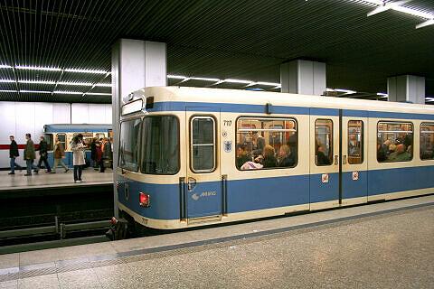 A-Wagen 117 am Hauptbahnhof