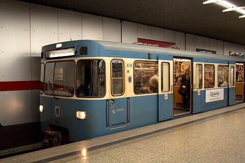 A-Wagen 352 am Hauptbahnhof