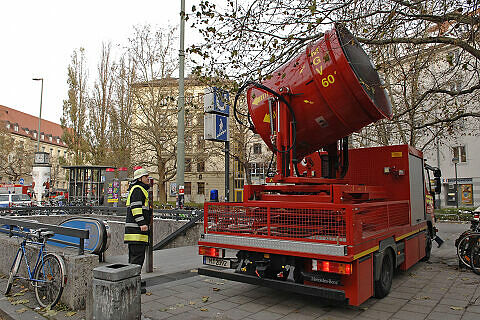 Großlüfter der Feuerwehr am Goetheplatz im Einsatz  <br />Foto: Feuerwehr