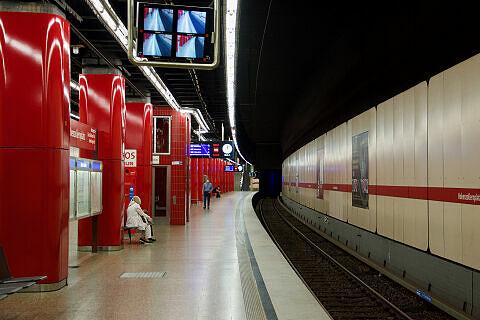 Ausfahrender C-Zug am Hohenzollernplatz