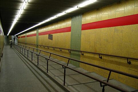 Rampe zum Bahnsteig am Michaelibad