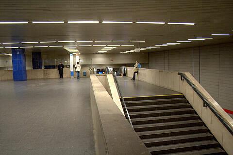 Sperrengeschoss Münchner Freiheit - Zugänge zu Gleis 2/4