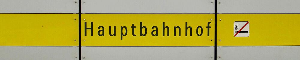 Stationsschild Hauptbahnhof
