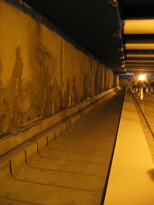 Leerer Gleistrog im Bahnhof OEZ (U3)