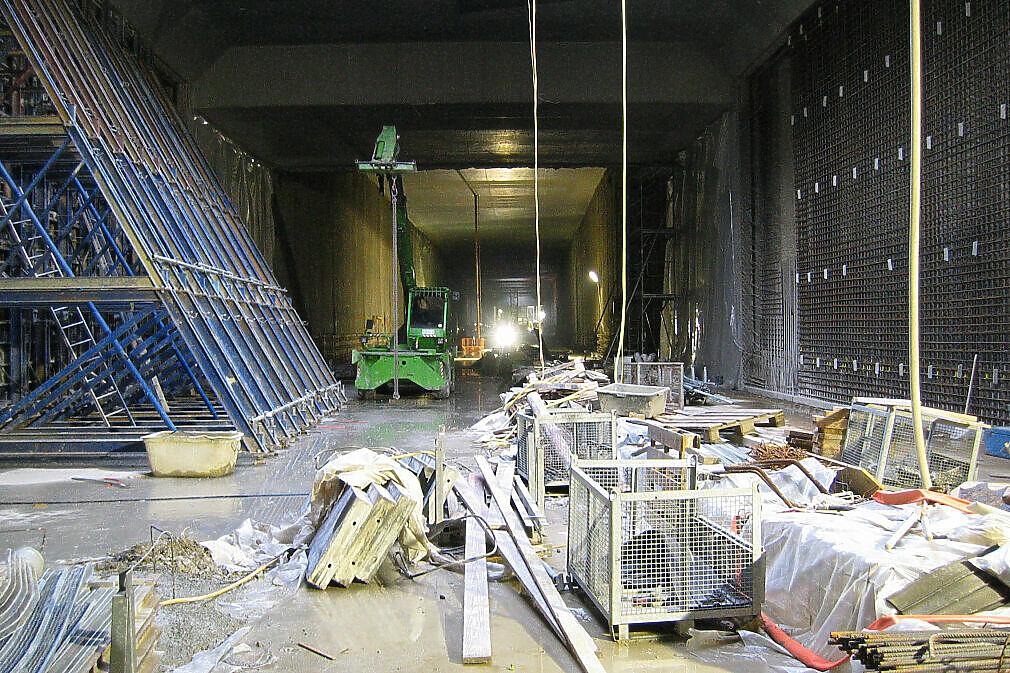 Wandbewehrung der Innenschale vor einer Bohrpfahlwand im U-Bahnhof Oberwiesenfeld
