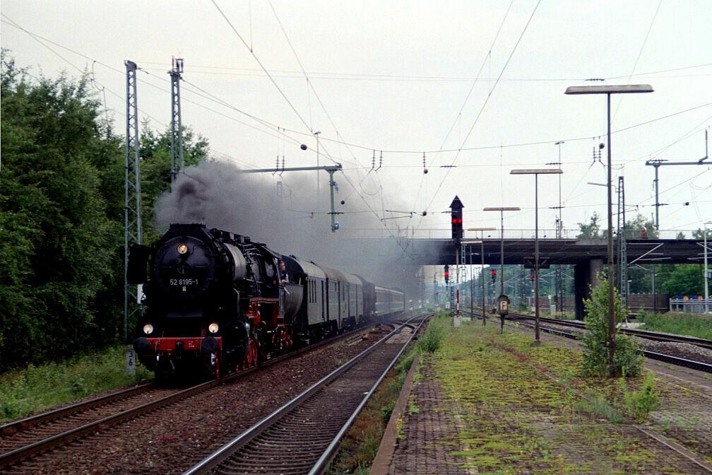 Überführung dreier U-Bahn-Wagen 2003 - Durchfahrt in Eibach